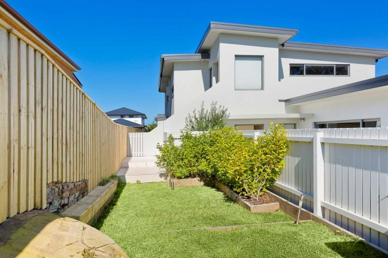 Diamond & Lambert applied structural landscaping to the front yard of this renovated and extended Collaroy residence.