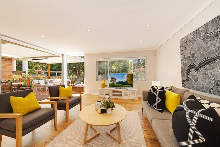 Castlecrag living room seamlessly flows with the alfresco area